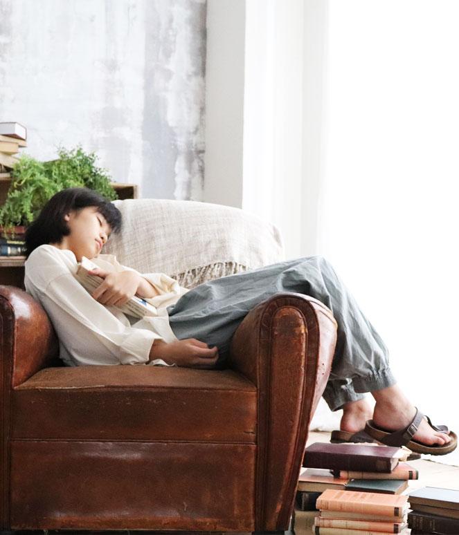 ヂェン先生の日常着 ヂェンさん 台湾 アトリエ 着こなし ツノブラウス バルーンパンツ ナチュラル 自然 ニュートラル コーデ