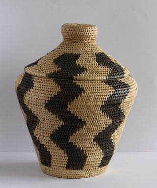 バリのナーガ模様の水草かご。アジアの暮らしの道具は美しい。