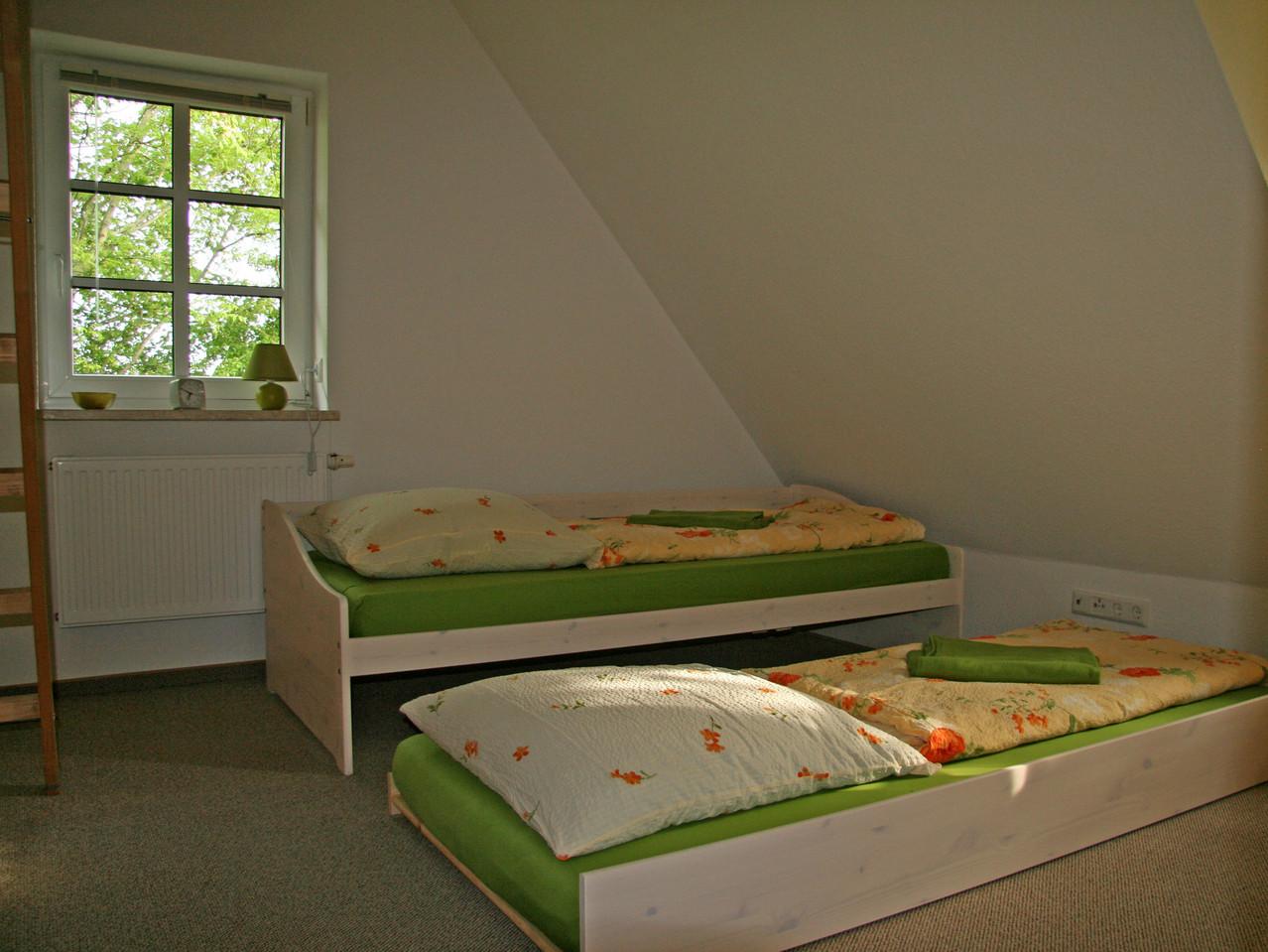 Schlafzimmer mit Terassenbett