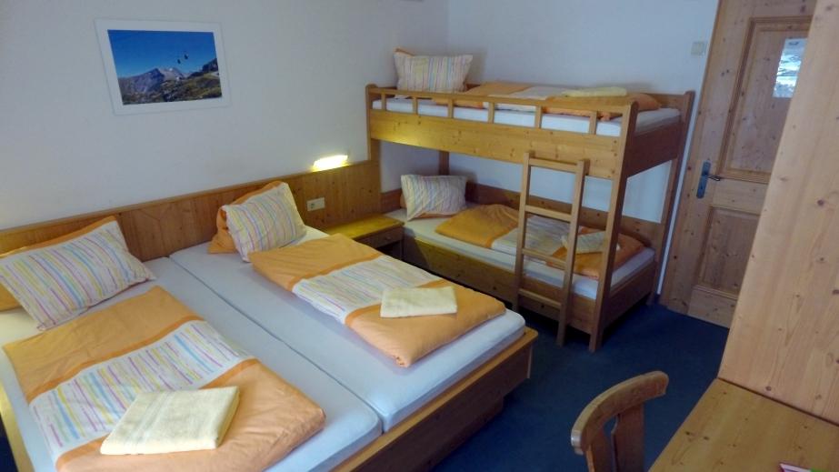 Rooms Boards Krefelderhutte Am Kitzsteinhorn Auf 2 300m