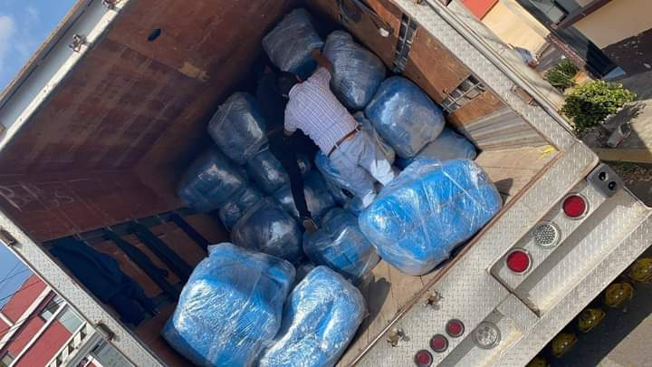 Tenemos gran existencia bata desechable quirúrgica 35 gramos anti fluidos www.camisetasmonterrey.com.mx