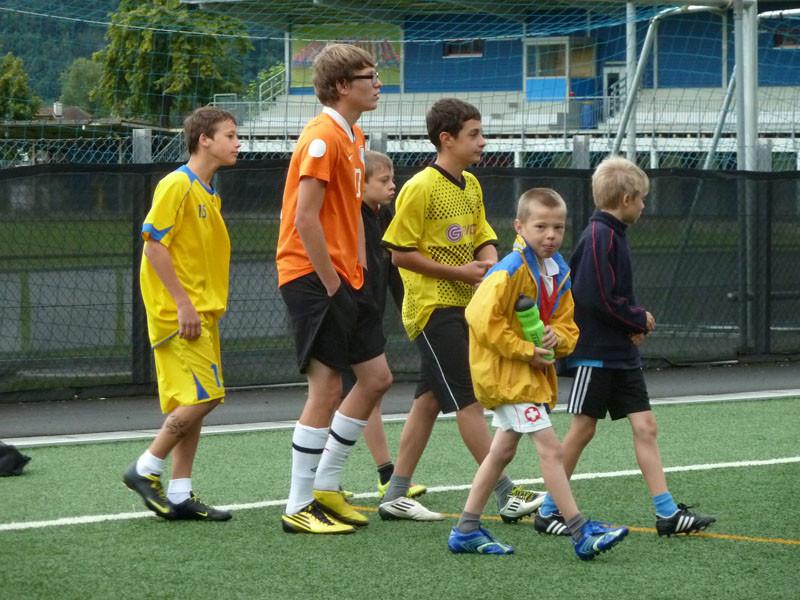 In Gruppen sollten Übungen mit dem Ball absolviert werden.
