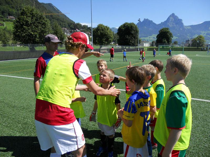 Pimi heizt seinen Jungs vor dem finalen Spiel gegen die Ea Junioren nochmal richtig ein.