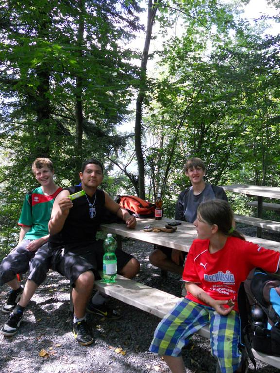 Bei wunderschönem Wetter machten wir uns auf einen vom Küchenteam organisierten Waldlauf.