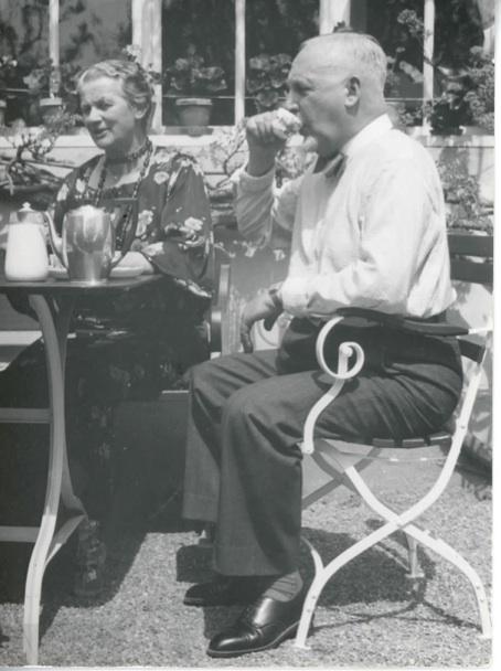 Cuno und Anna Amiet beim Sonntagskaffee,  1937