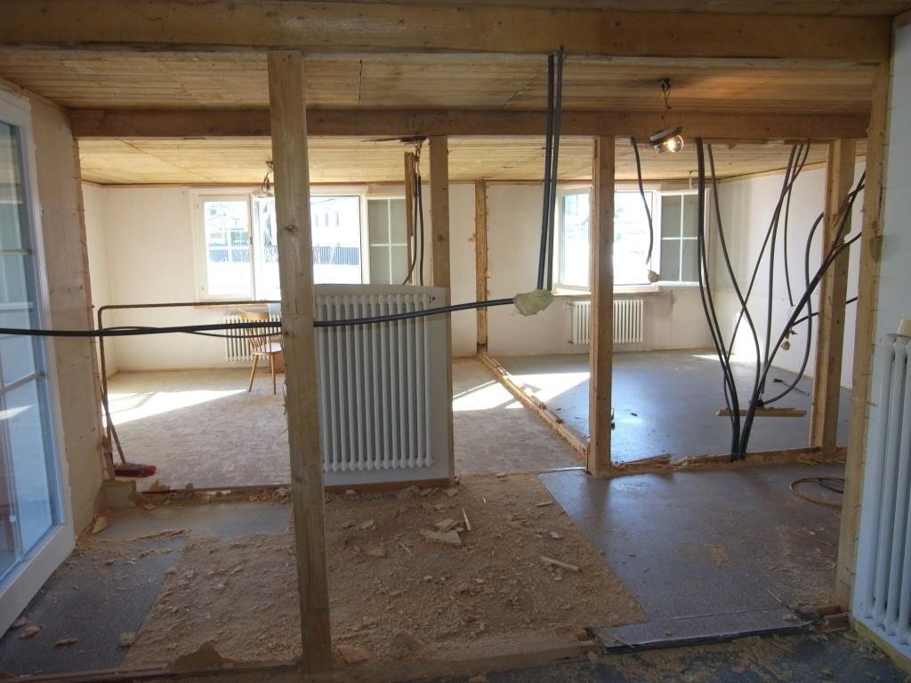 07.03.15 - EG - Die Zimmer wurden entkernt. Blick in den Wohnbereich.