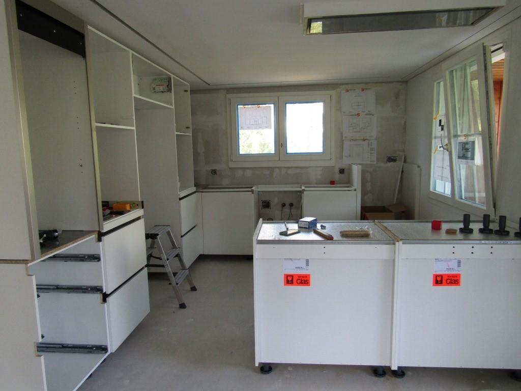 14.07.15 - EG Die Küche wird eingebaut.
