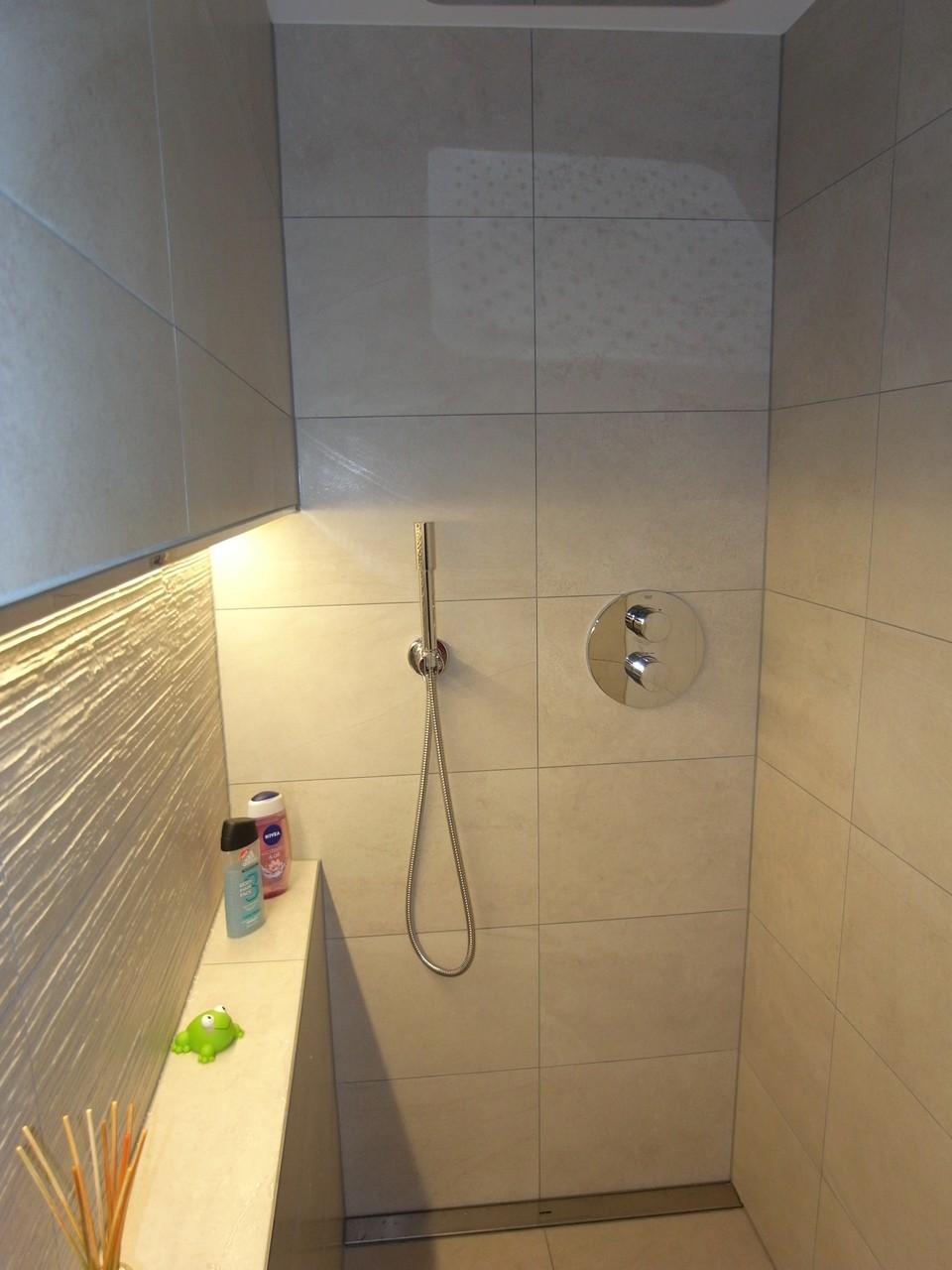 20.02.16 - Dusche EG mit indirektem LED Lichtband