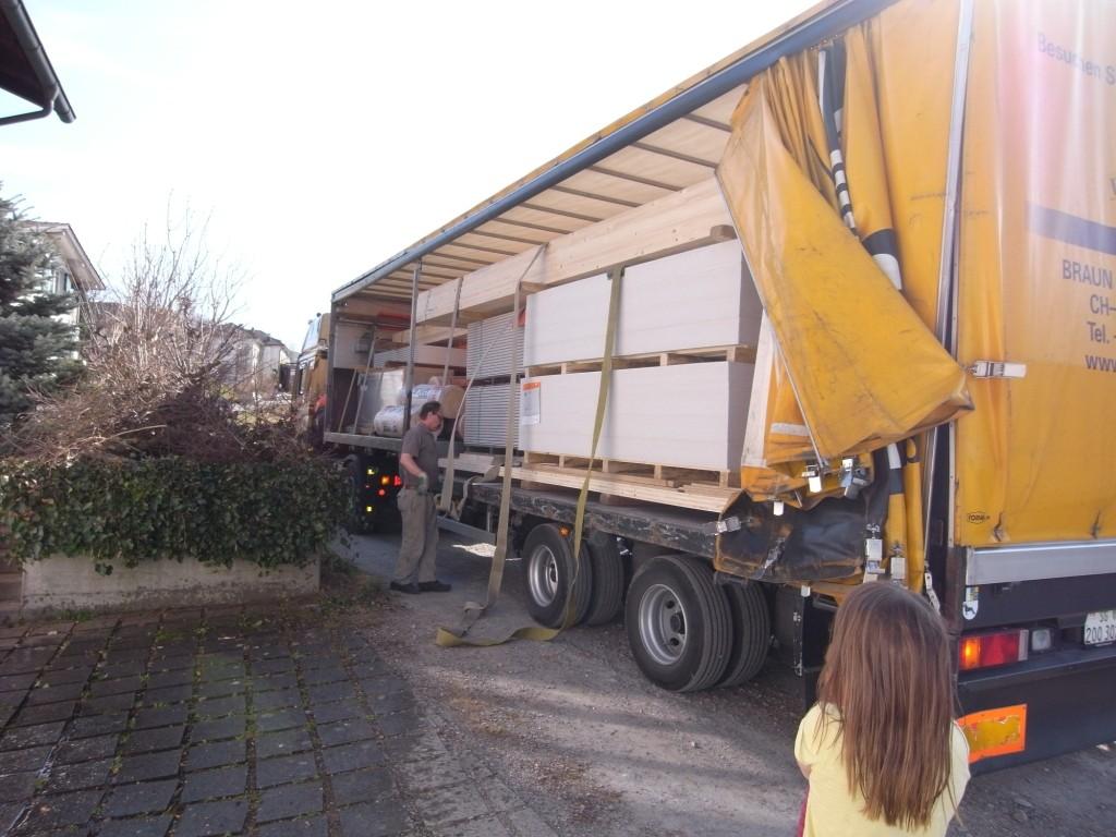 18.03.15 - 13 Tonnen Material wird angeliefert!