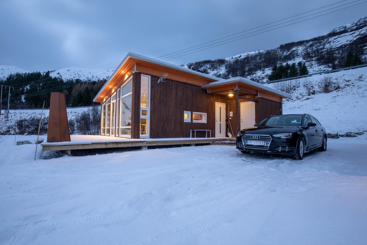 """Lofothytter - unsere Unterkunft (gleich neben dem """"Lofoten Basecamp"""")"""