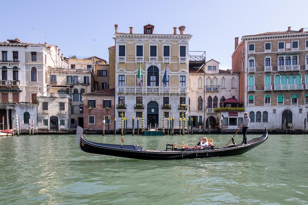 """Gondeln in Venedig - Ein """"Muss-Sujet"""" in Venedig"""
