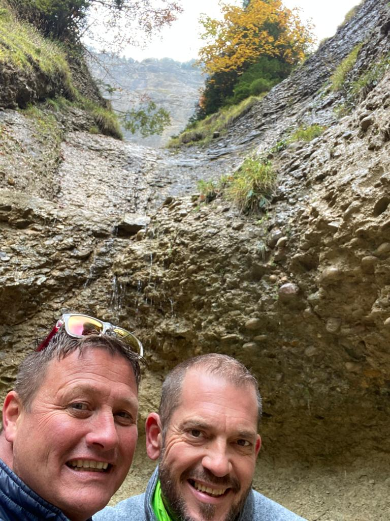 Abstieg geschafft: Zunftmeister Kneubi-Schweiz mit CEO (Chief Enziloch Officer) Marco Mugglin