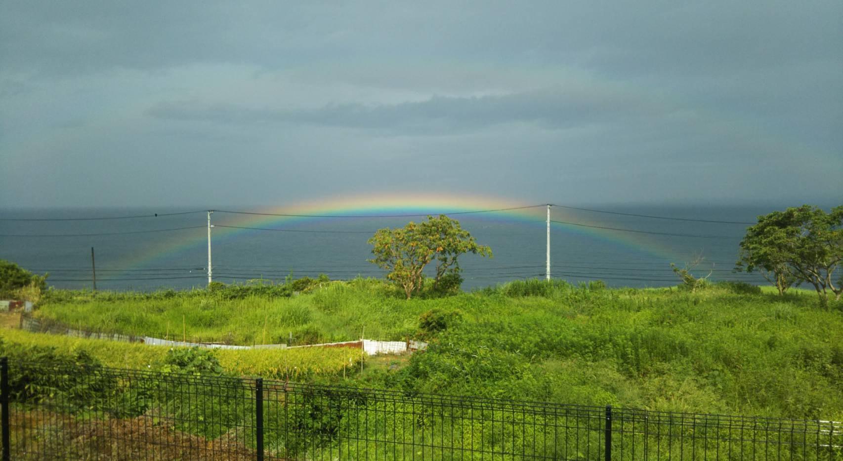 専用庭からの海(虹)