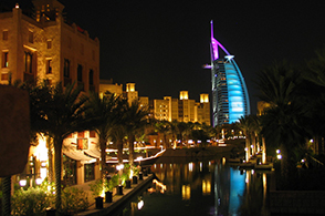 Madinat Jumeirah bei Nacht
