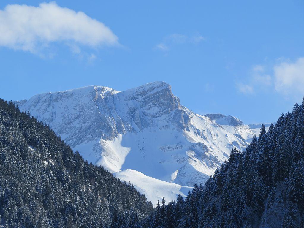 Ausblick auf die Bergwelt Winter
