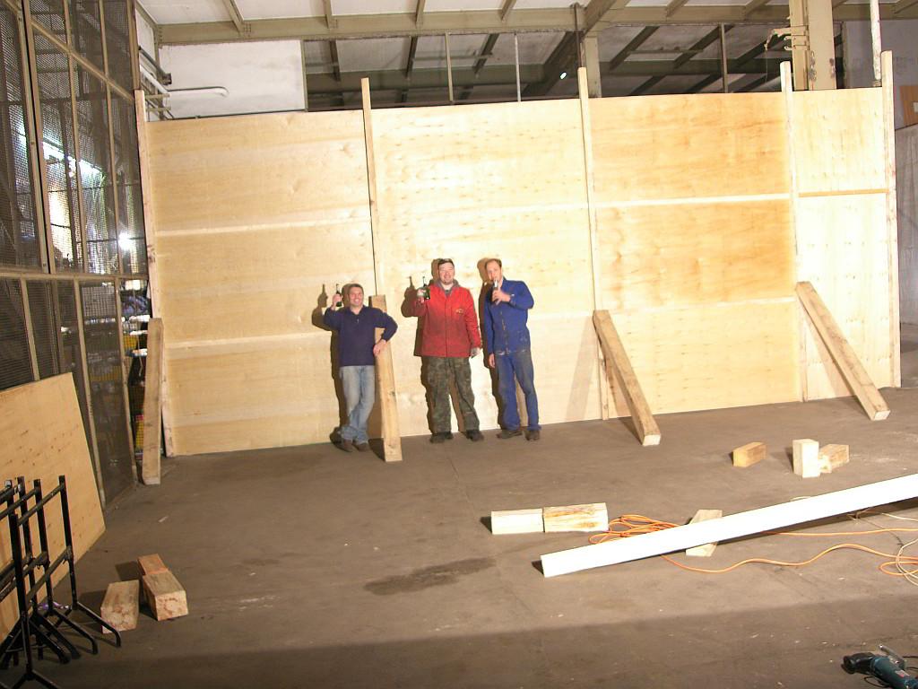 Die erste Wand für die Werkstatt