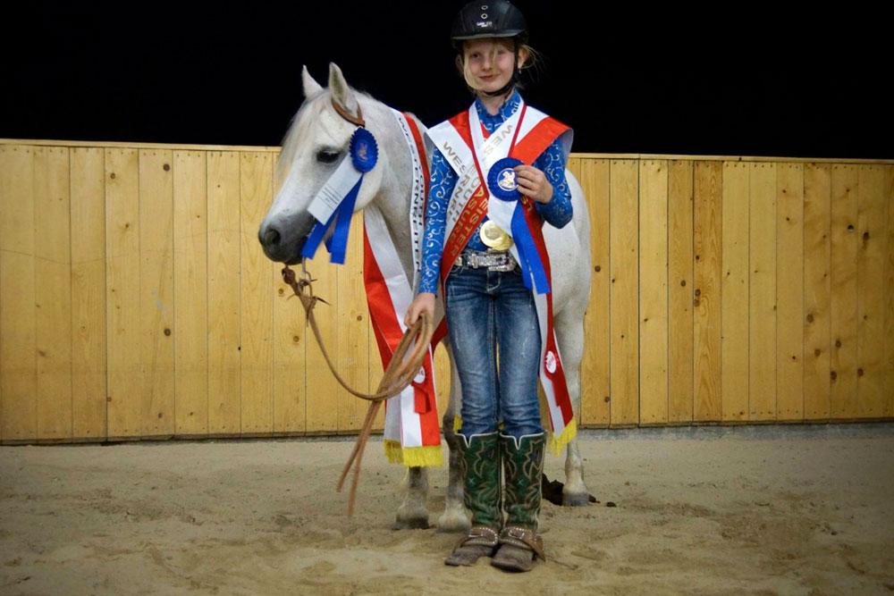Franziska Schrenk und Tirion Morning Star gewannen sämtliche Klassen der Youth OÖ Meisterschaften und wurden OÖ Meister Youth Allround, Pleasure, Trail und Reining. Foto: Peter Schrenk