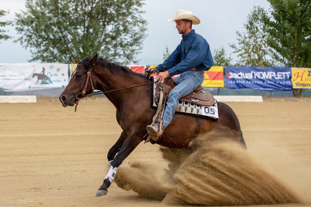 Fünfter in der Open Reining mit Score 71,5: Reini Hochreiter und Smart Italian Nugget. (c) Stadlmair Fotografie