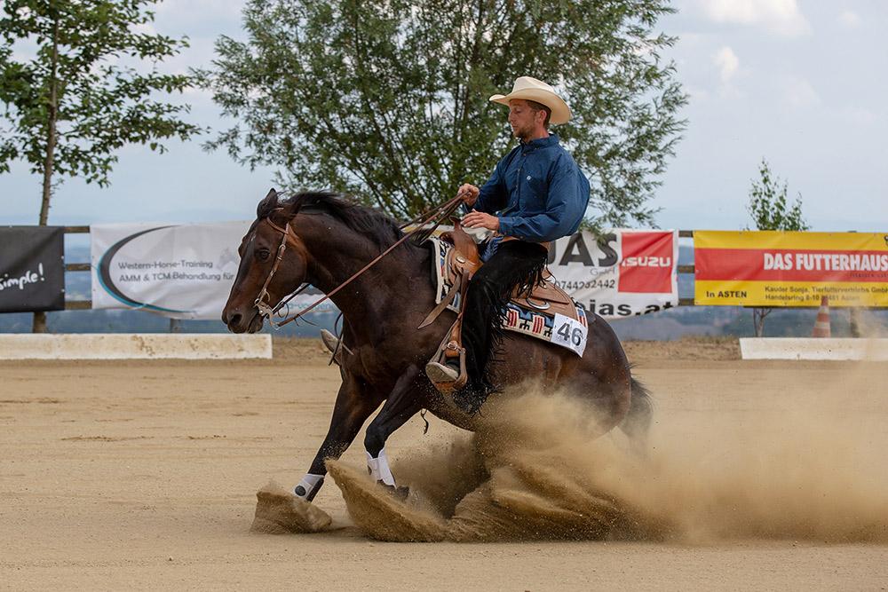 Zweiter in der Open Reining mit Score 72,5: Reini Hochreiter und Col Commander King. (c) Stadlmair Fotografie
