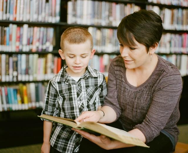 Mutter Kind Vorlesen Bücher Bibliothek