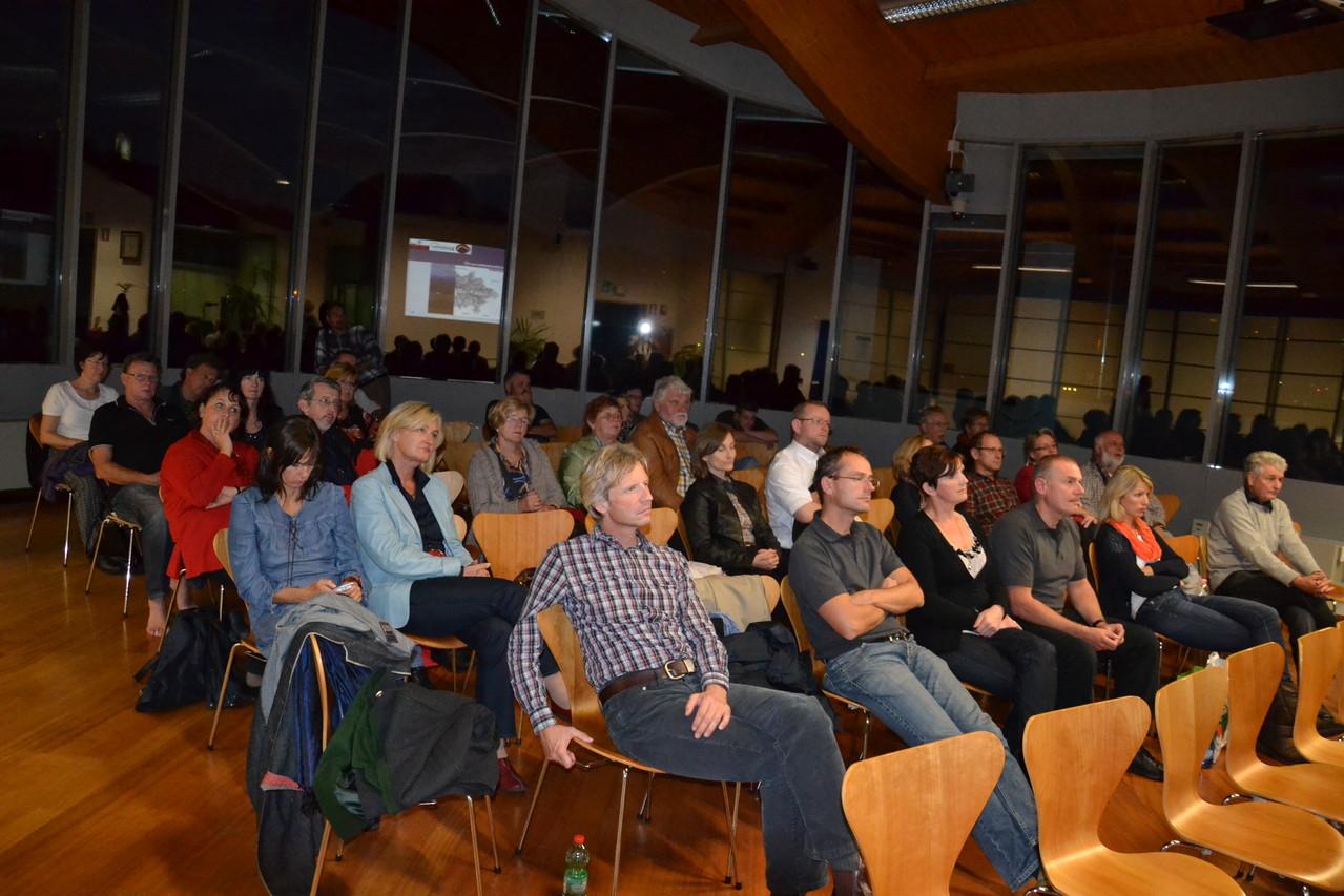 ...interessierte Zuhörerschaft...