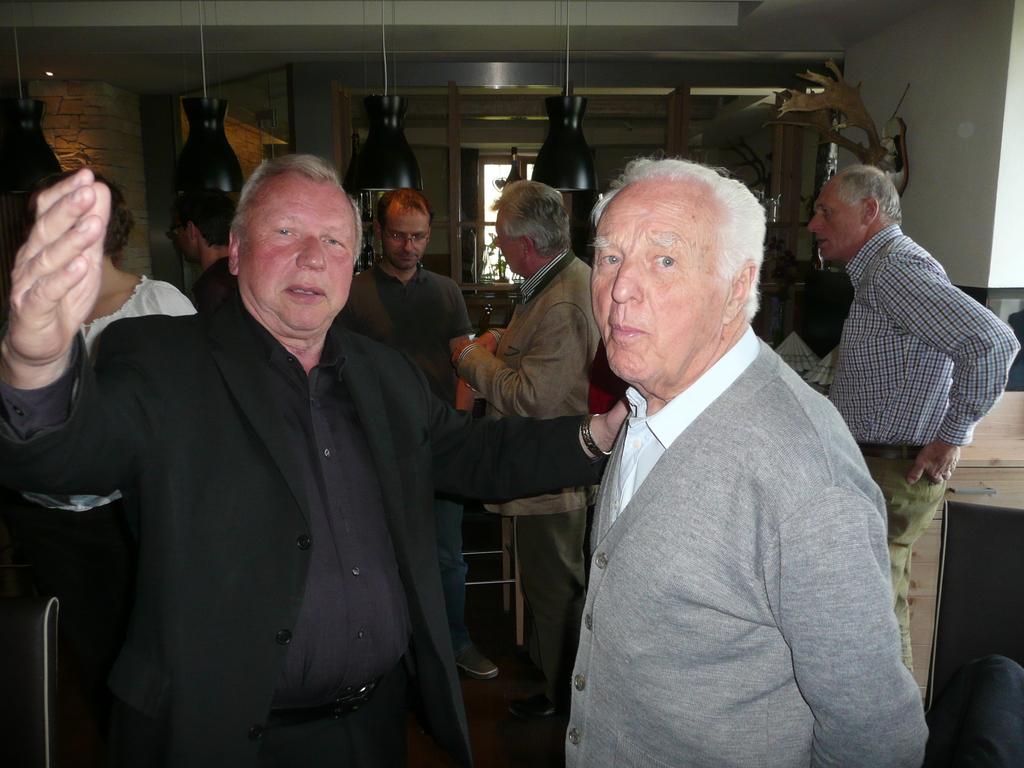 Koll. Kienast/Pensionist BH Vöcklabruck im gespräch mit dem ehemaligen Landesleiter der OÖ. Lebensmittelaufsicht Hr. Reg. Rat Ing. Gerstorfer