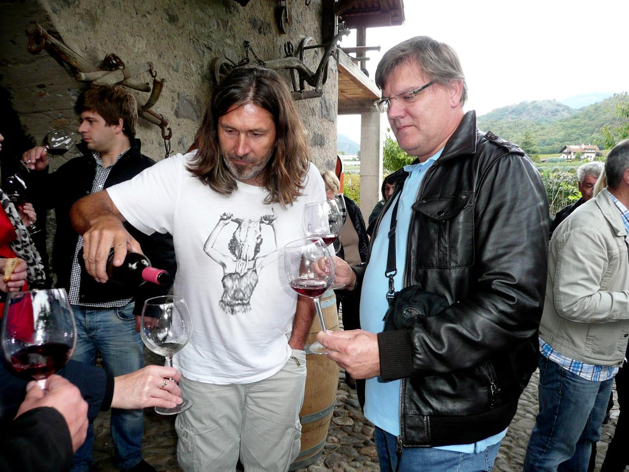 Koll. Kapun bei der Verkostung der Bioweinsorte Lagreiner...