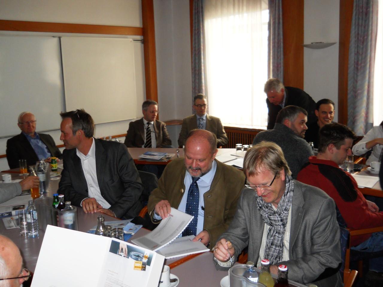 """Vertreter der Firma """"Eurocon - projects & more"""" im Gespräch mit Koll. Waltenberger/OÖ. Landeszentrale Linz"""