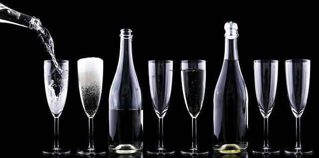 Sekt Flaschen Gläser