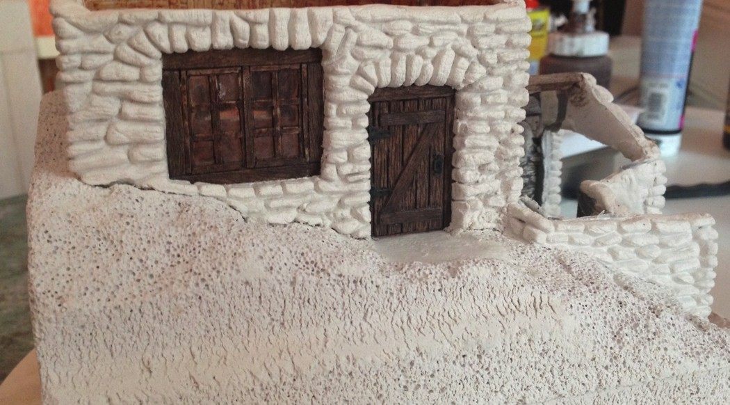 Portes et fenêtres posées, murs gravés