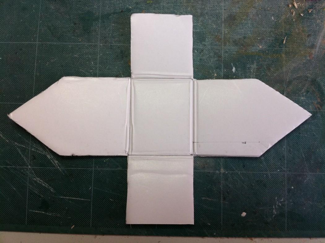 Forme en developpé du cabanon en carton plume.