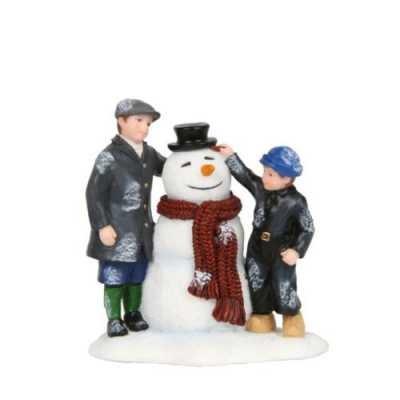 601586-Making snowman