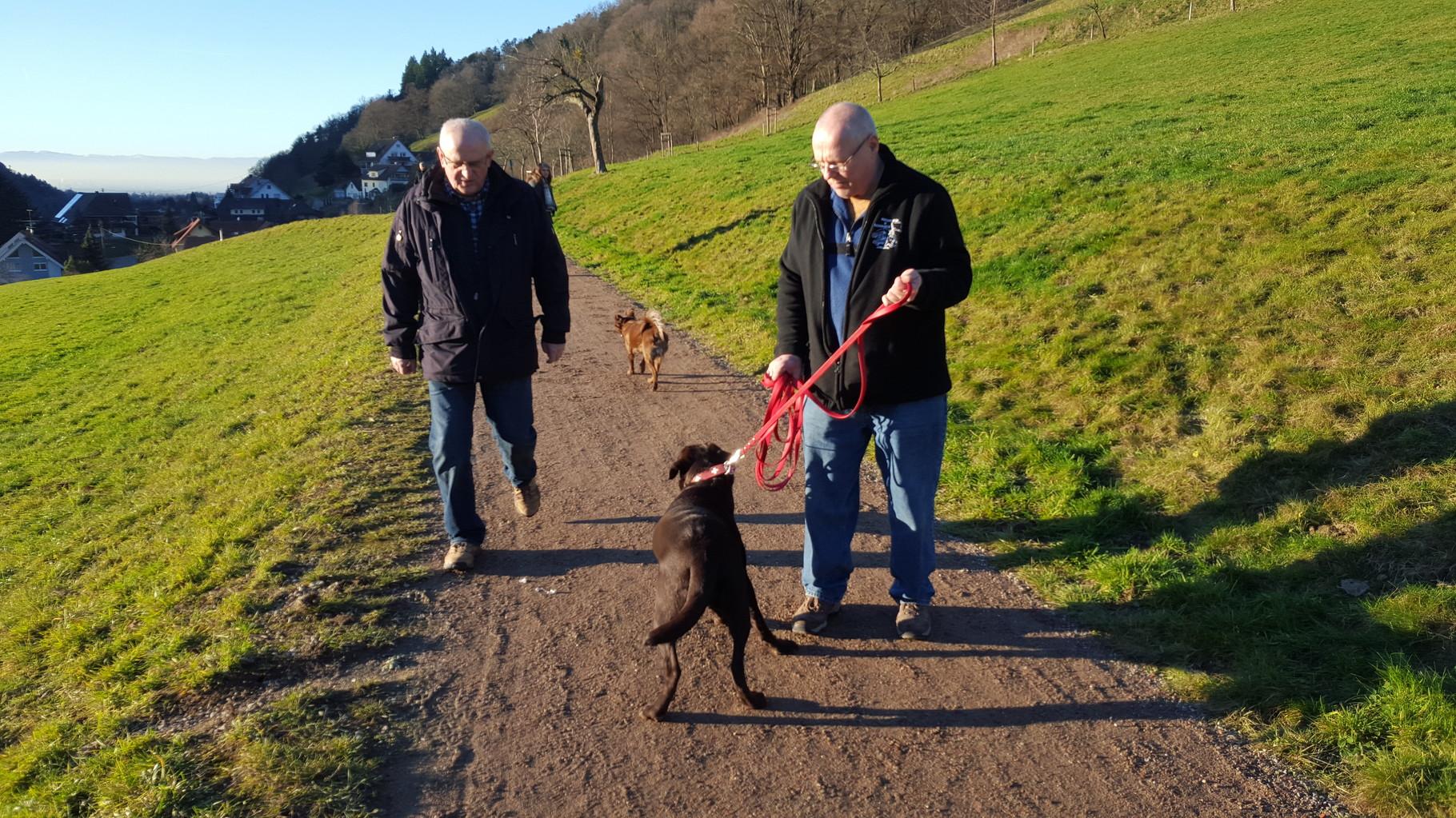 Mit Mama, Papa und Opa beim Spaziergang im Münstertal