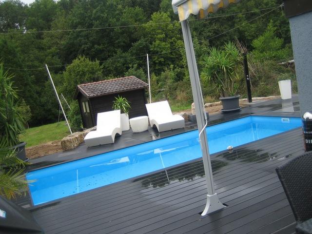 Pool-Umbauung mit PVC-Panelen