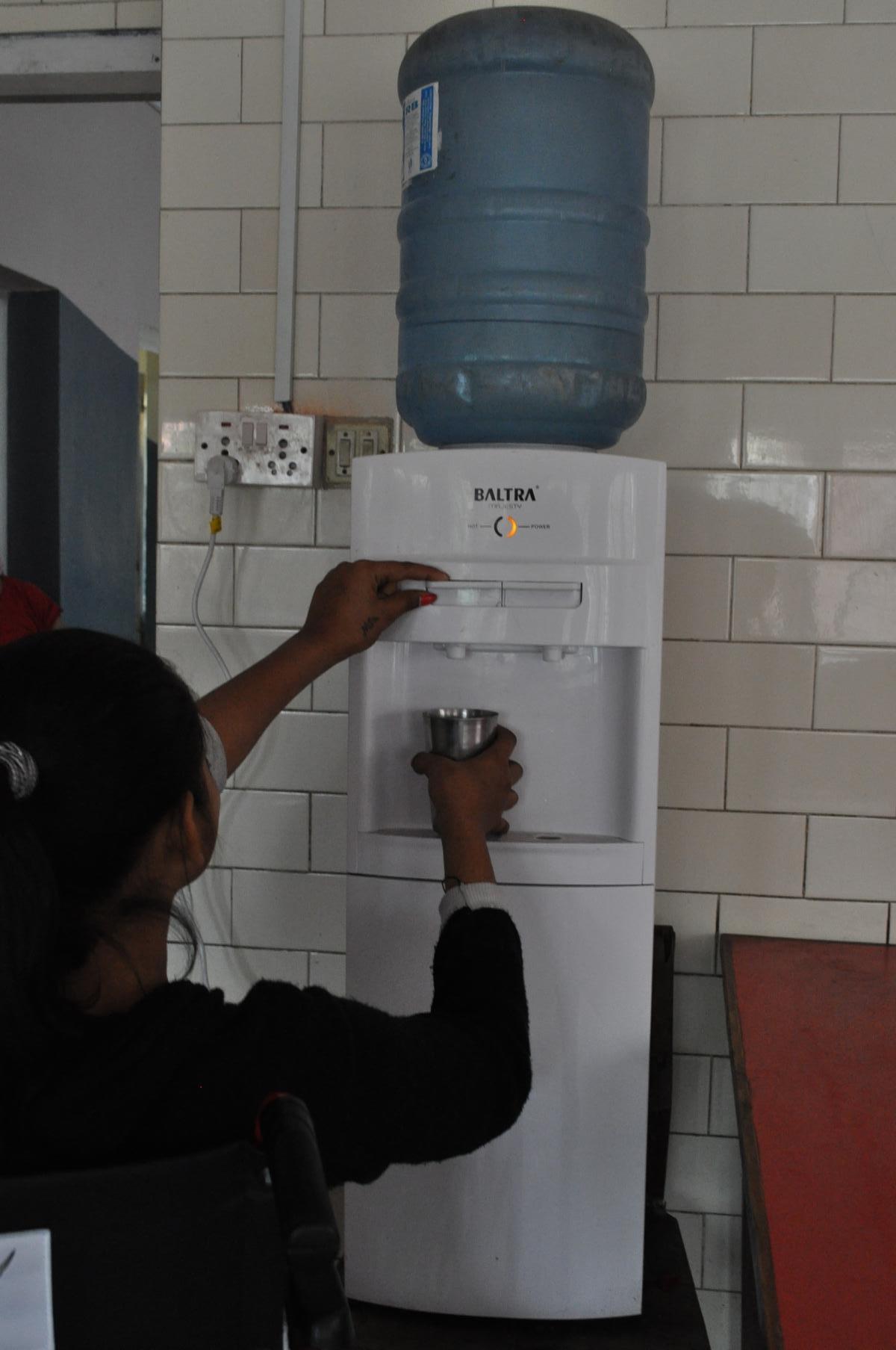 Trinkwasserentnahme für die Bewohner (heiß und kalt)