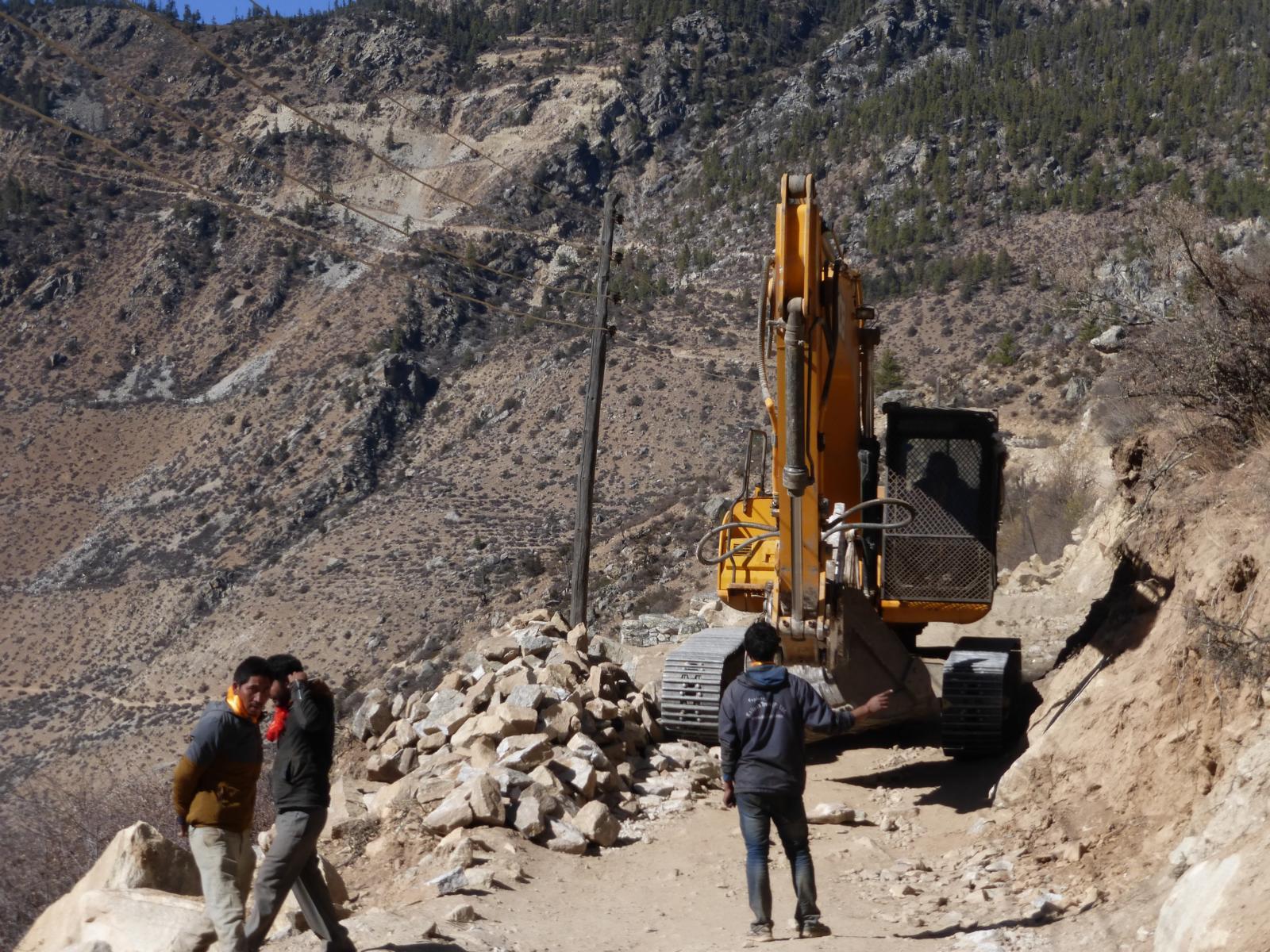 Was ist das für ein Tier? Momentan wird eine Straße von Tibet/China bis nach Simikot gebaut. Bis die fertig ist, kann es allerdings noch dauern....