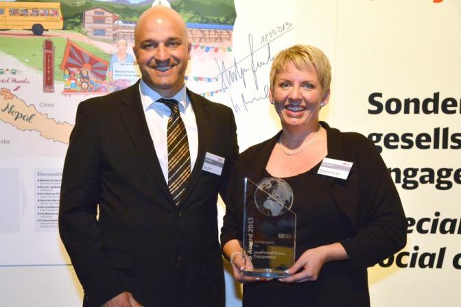 """1. Platz von Manuela Fischer und Gewinn des Sonderpreises für ihr """"soziales Engagement"""" in dem Nepal-Schulprojekt"""