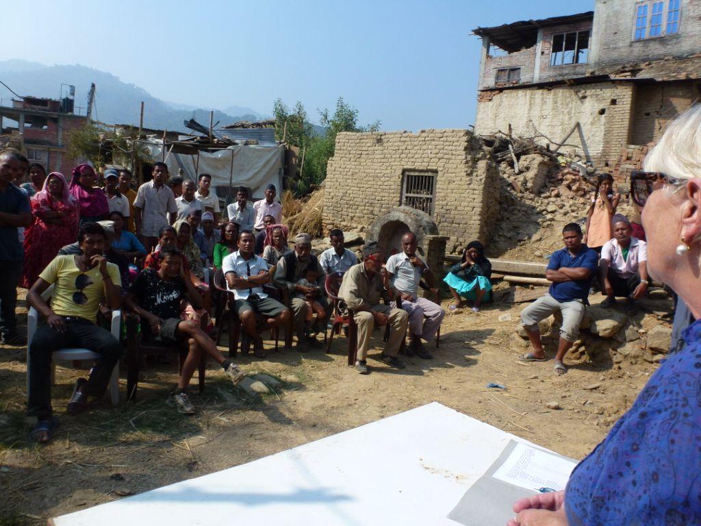 Astrid Vöhringer spricht zu der Gemeinde