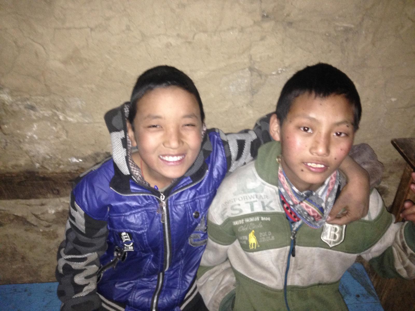 Zwei Humla Schüler