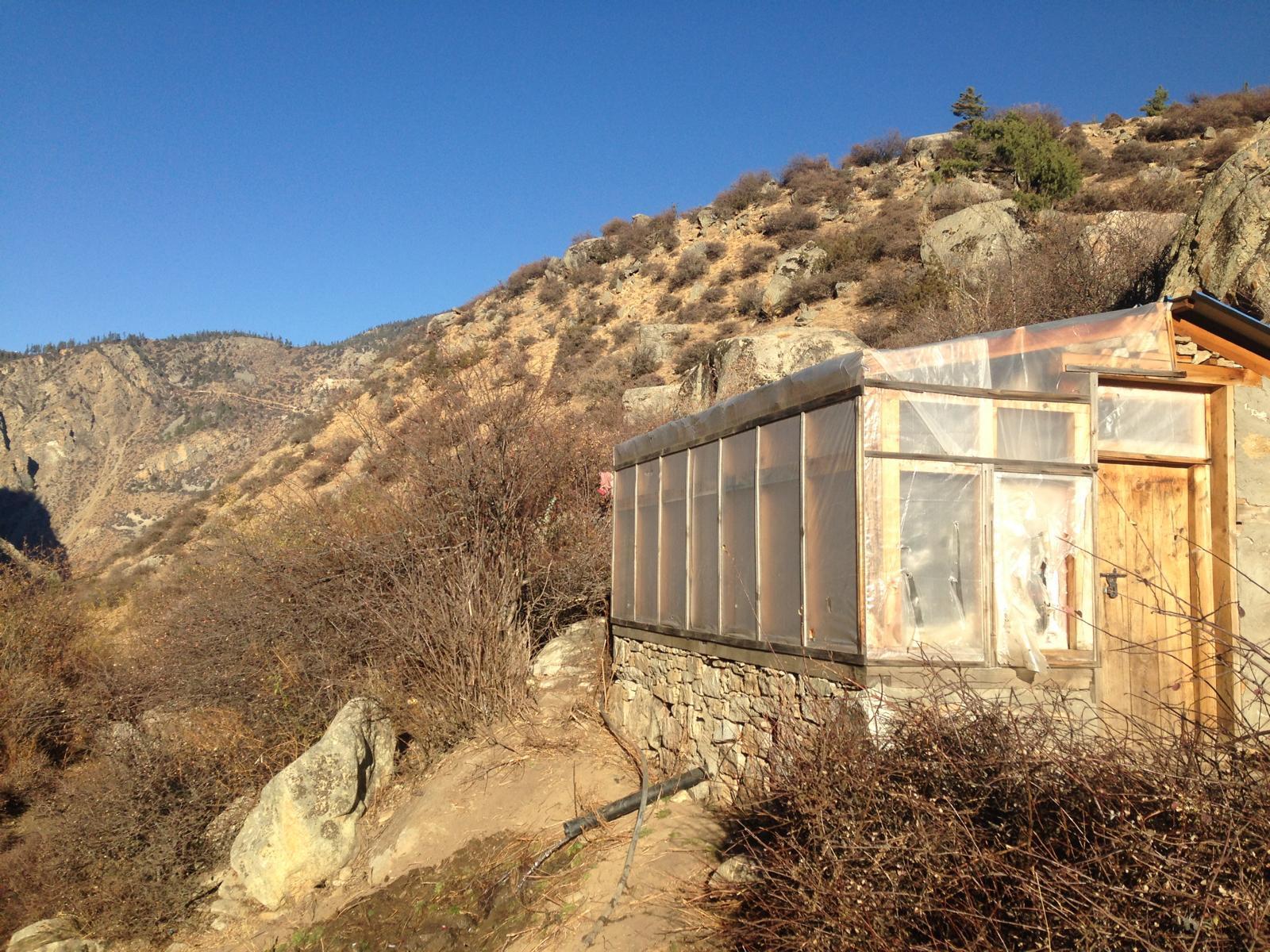 Das Duschhaus in Humla. Einfach aber genial! Warm und vor allem windgeschützt.
