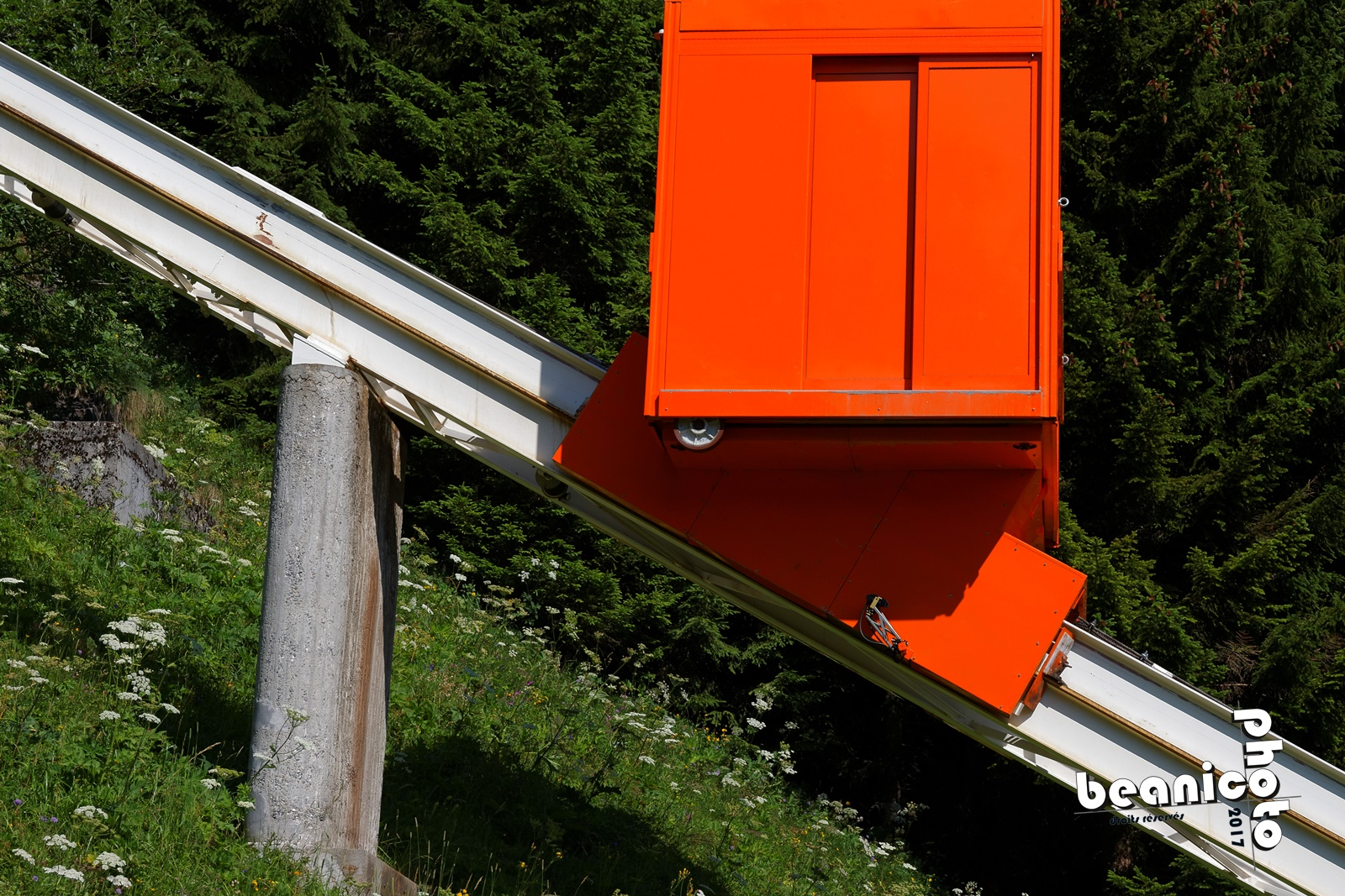 Cabine orange de l'ascenseur n°1 - Flaine