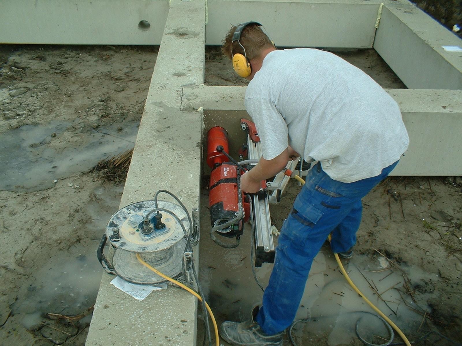 Boren bba beton boor en zaagbedrijf for Trapgat maken in beton