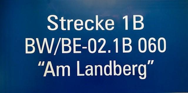 """Schild blau """"Strecke Am Landberg"""""""