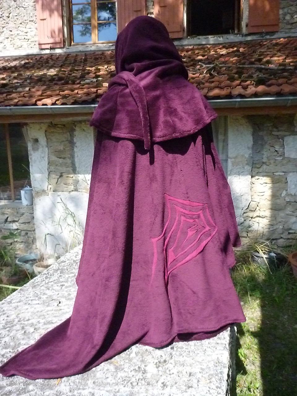 La Capuche médiévale et son châle Qui donnent le teint frais ...