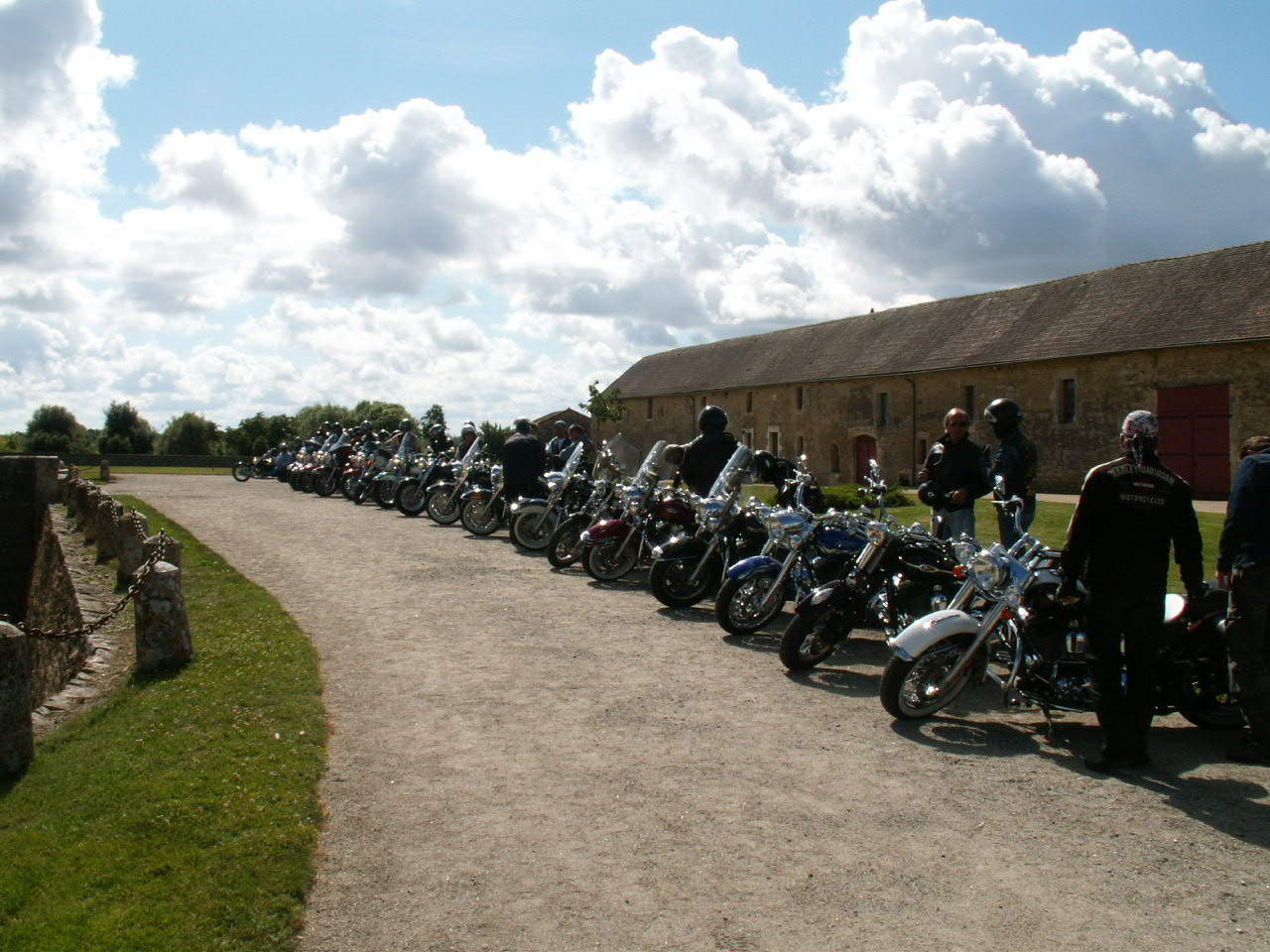 9/18 - Rallye Motos Harley-Davidson - Château de Saveilles ©photo-propriétaire