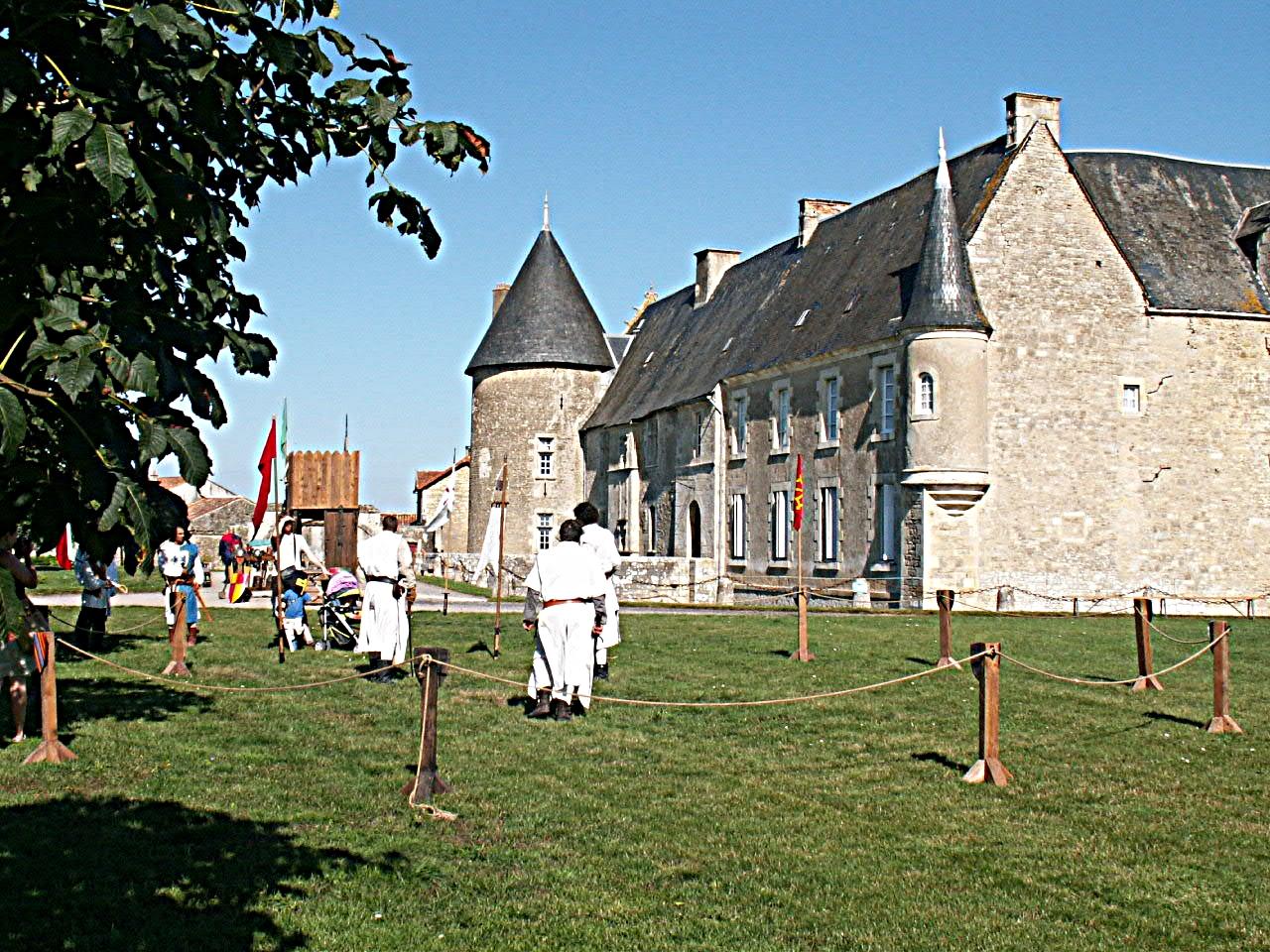 3/10 - Fête médiévale - Château de Saveilles ©photo-propriétaire