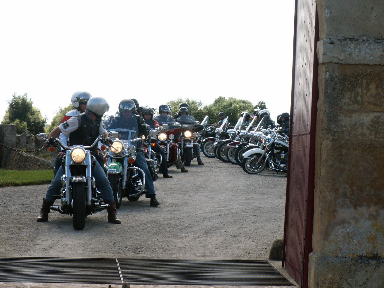 15/18 - Rallye Motos Harley-Davidson - Château de Saveilles ©photo-propriétaire