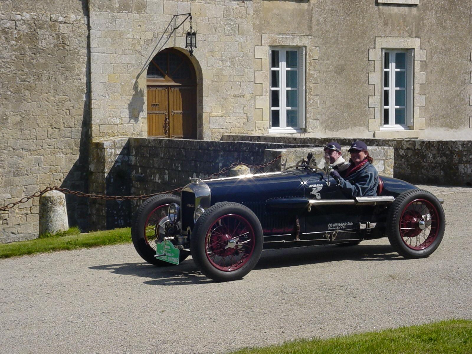 """12/16 - 5ème randonnée - Véhicules de collection - """"Autour des châteaux"""" - Château de Saveilles ©photo-propriétaire"""