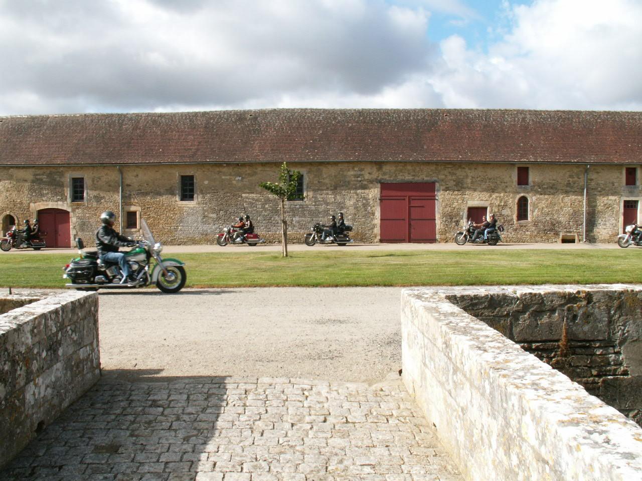 5/18 - Rallye Motos Harley-Davidson - Château de Saveilles ©photo-propriétaire
