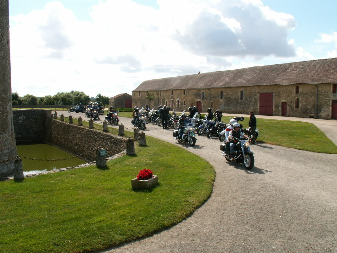 11/18 - Rallye Motos Harley-Davidson - Château de Saveilles ©photo-propriétaire